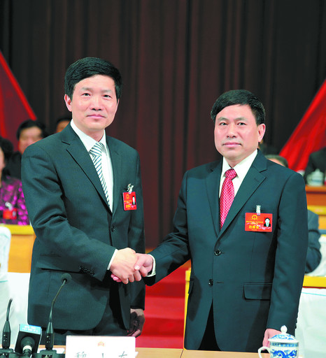 鹤壁:范修芳当选鹤壁市人民政府市长