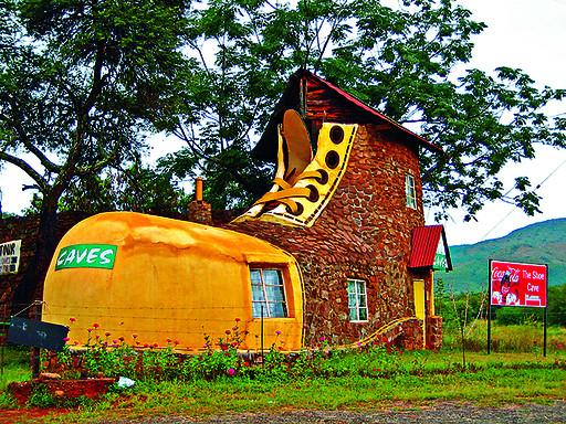 1、鞋屋——南非普马兰加省   罗恩·范泽尔为纪念著名童谣里一个