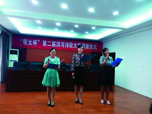 市朗诵协会会员赵玉巧,冀海霞,孙媛(从左至右)朗诵获奖作品