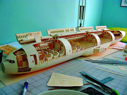 60尺寸的波音777纸质飞机模型,他的这个作品几乎让我们平日的折纸作品